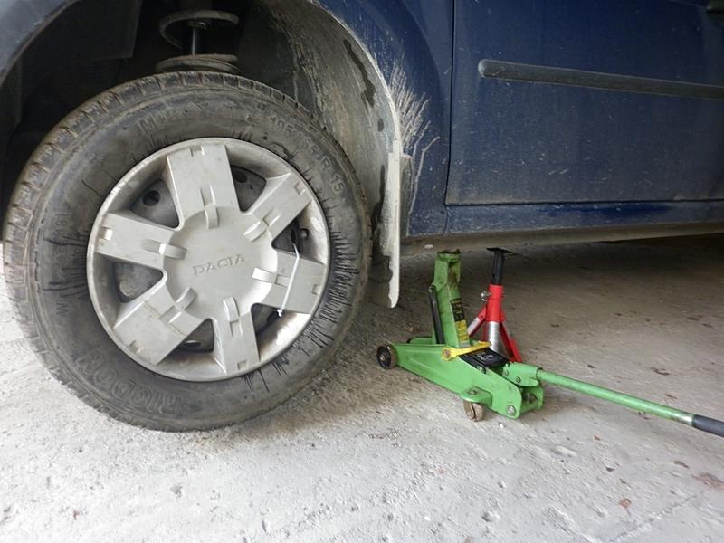 cum schimbam acasa filtrul si uleiul de motor la Dacia Logan 3
