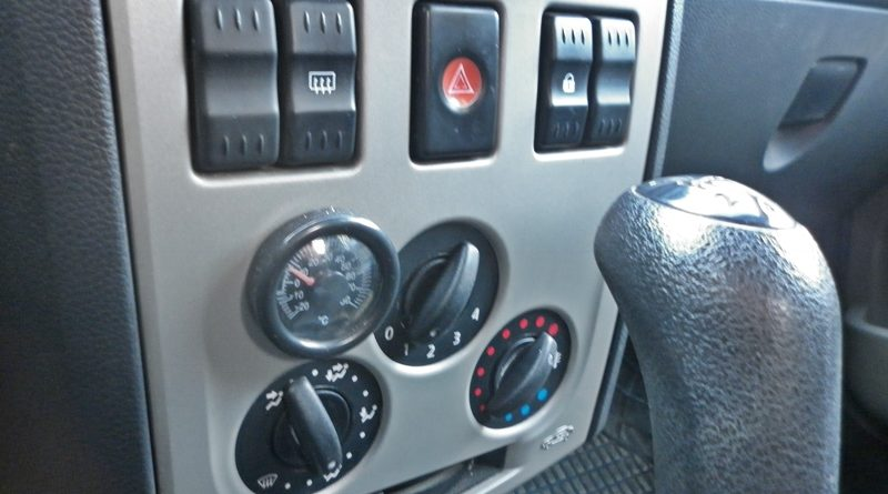 schimbare bec consola centrala Dacia Logan