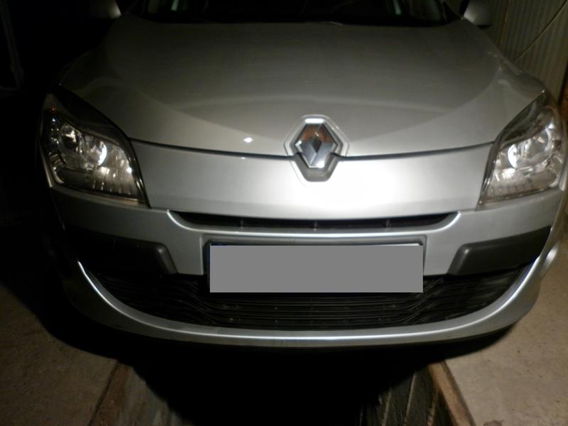 Cum se schimba becul de pozitie pe fata la Renault Megane 3 --poza 1