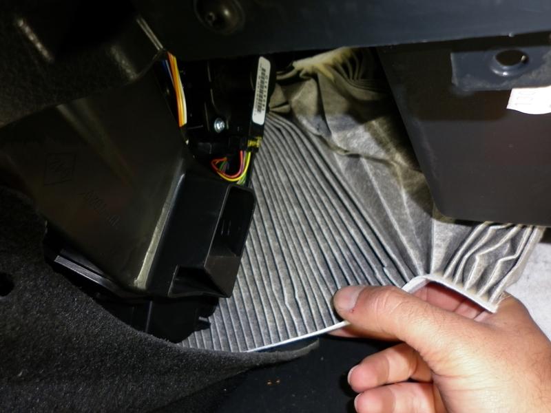 Cum se schimba filtrul de polen la Dacia Logan II 1.0 Sce 3