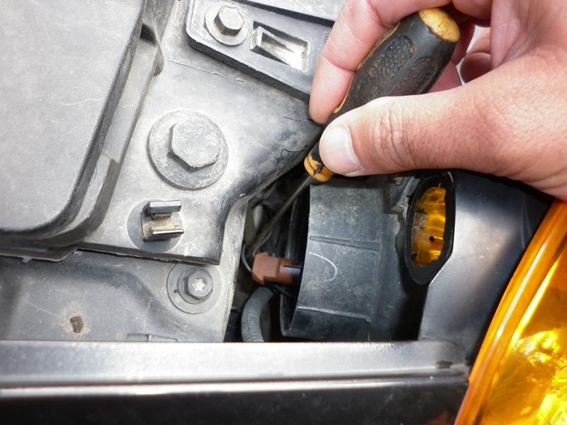 Cum se schimba becul de pozitie pe fata la Renault Modus- 693