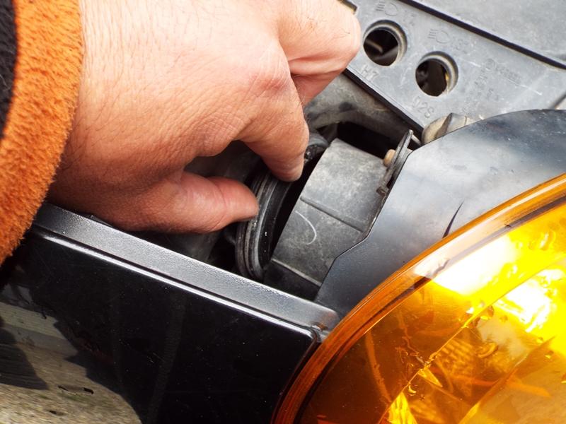 Cum se schimba becul de pozitie pe fata la Renault Modus- 844